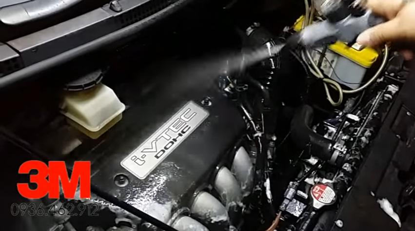 Tại sao phải làm sạch khoang máy động cơ Xe Ô tô